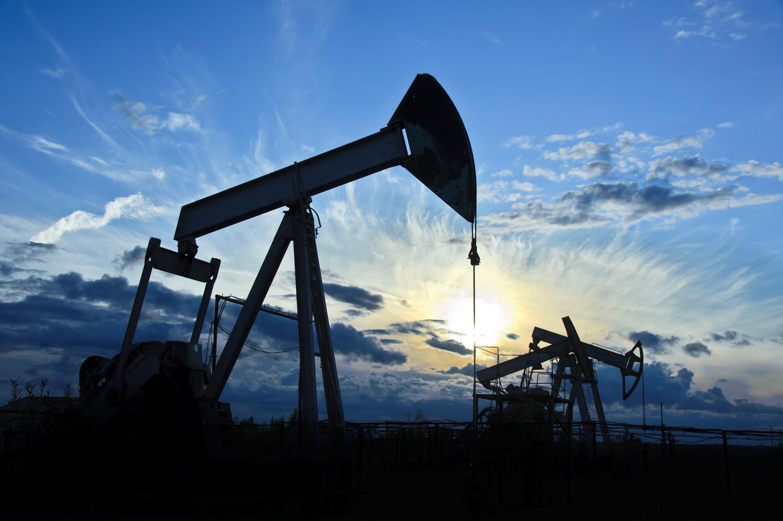 Цены на нефть выросли более чем на 2% на фоне улучшенного прогноза восстановления спроса