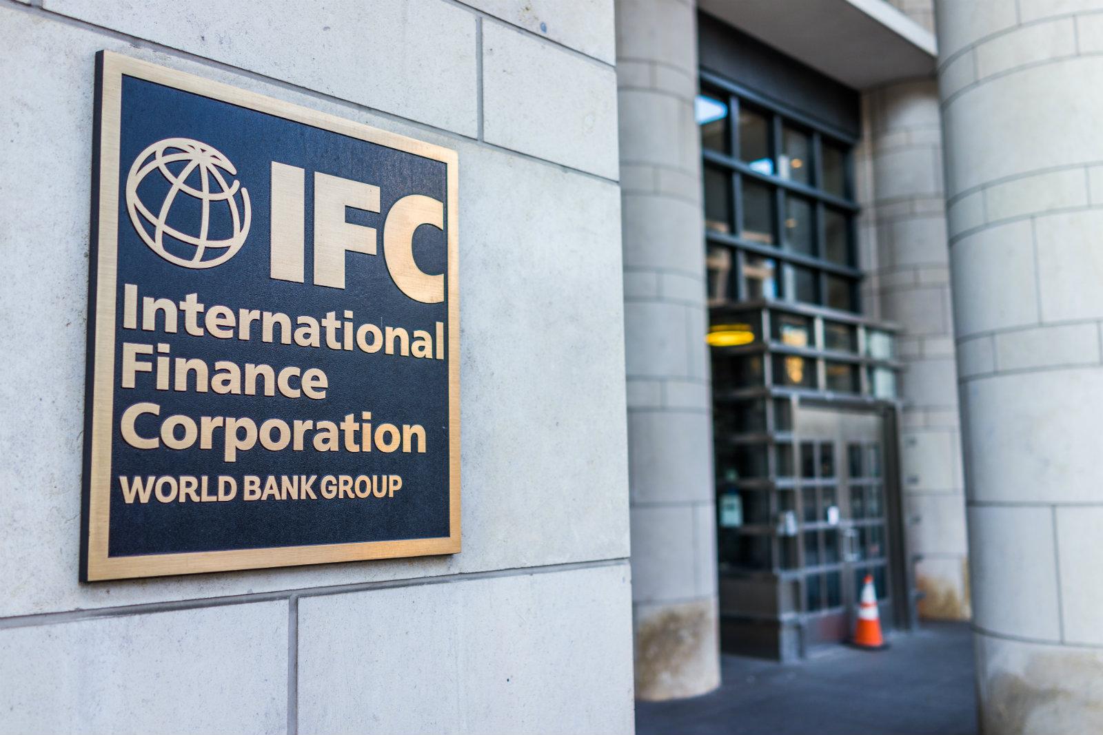 IFC, владеющая пакетами акций многих крупных коммерческих банков на развивающихся рынках планирует побудить инвесторов покинуть угольный сектор