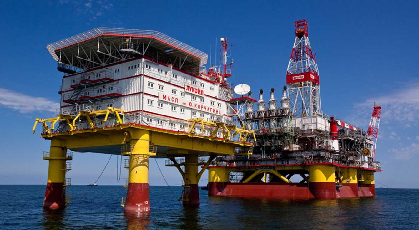 Нефть подешевела более чем на 1%, так как рост числа случаев заболевания Covid-19 подогревает опасения относительно спроса